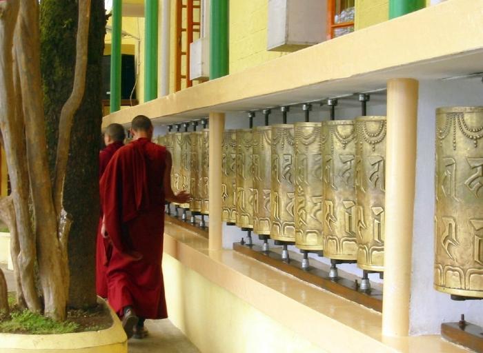 Prayer_Wheels_at_Tsuglagkhang_Temple,_McLeod_Ganj